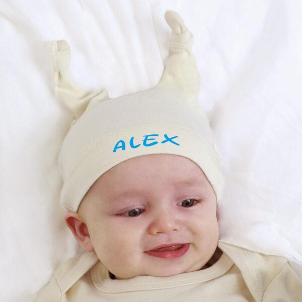 Bonnet bébé à cornes personnalisé