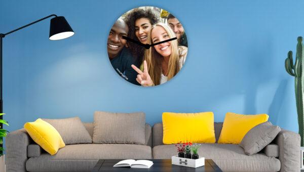 Horloge murale en verre personnalisée